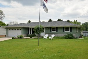 Property for sale at 1008 Lilac Ln, Pewaukee,  Wisconsin 53072