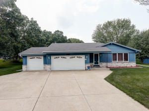Property for sale at W276N1965 Spring Creek Dr, Pewaukee,  Wisconsin 53072
