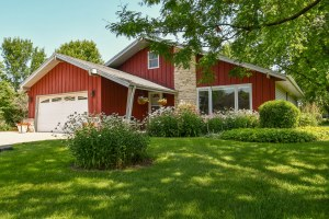 Property for sale at W294N6896 Lynwood Dr, Hartland,  Wisconsin 53029