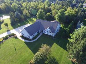 Property for sale at N67W29080 Old Oak Ln, Hartland,  Wisconsin 53029