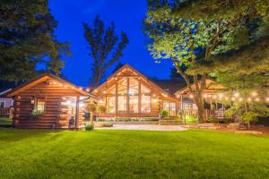 Property for sale at W376S5155 E Pretty Lake Rd, Dousman,  Wisconsin 53118