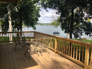 Property for sale at W296N2235 Walks Island Rd, Pewaukee,  Wisconsin 53072
