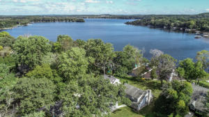 Property for sale at W325N6838 North Lake Dr, Hartland,  Wisconsin 53029