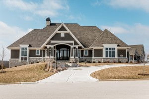Property for sale at 1626 Twisted Oak Ct, Hartland,  Wisconsin 53029