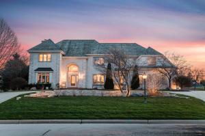 Property for sale at 501 N Thornbush Cir, Hartland,  Wisconsin 53029
