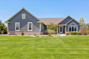 Property for sale at W275N7285 Red Cedar Ct, Hartland,  Wisconsin 53029