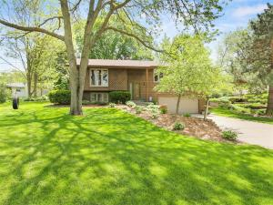 Property for sale at 212 Meadow Ln, Hartland,  Wisconsin 53029