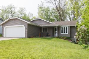 Property for sale at 297 Willow Dr, Hartland,  Wisconsin 53029