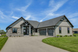 Property for sale at W276N8948 Meadow Ct, Hartland,  Wisconsin 53029