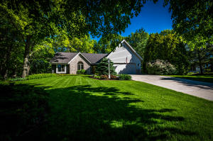 Property for sale at 625 Robin Ln, Hartland,  Wisconsin 53029