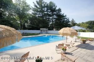 Salt water diving pool
