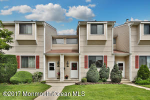 544 Clubhouse Drive, Middletown, NJ 07748