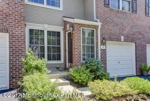 Beautiful move-in ready Townhouse in Middletown!