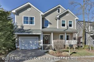 This charming seashore colonial is sure to please, offering style and convenience