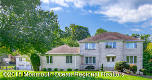 5 bedroom colonial in Country Hills section of Morganville
