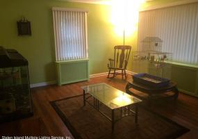 114 Townsend Avenue,Staten Island,New York,10304,United States,2 Bedrooms Bedrooms,4 Rooms Rooms,1 BathroomBathrooms,Res-Rental,Townsend,1123529