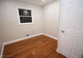 102 Retford Avenue,Staten Island,New York,10312,United States,3 Bedrooms Bedrooms,5 Rooms Rooms,2 BathroomsBathrooms,Residential,Retford,1124323