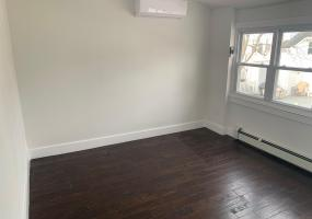 285 Hampton Green,Staten Island,New York,10305,United States,2 Bedrooms Bedrooms,6 Rooms Rooms,2 BathroomsBathrooms,Res-Rental,Hampton,1124420