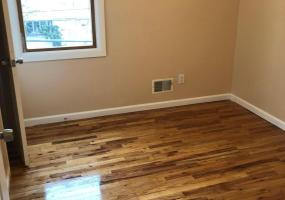 Apt 2 110 Moffett Street,Staten Island,New York,10312,United States,3 Bedrooms Bedrooms,6 Rooms Rooms,2 BathroomsBathrooms,Res-Rental,Moffett,1124437