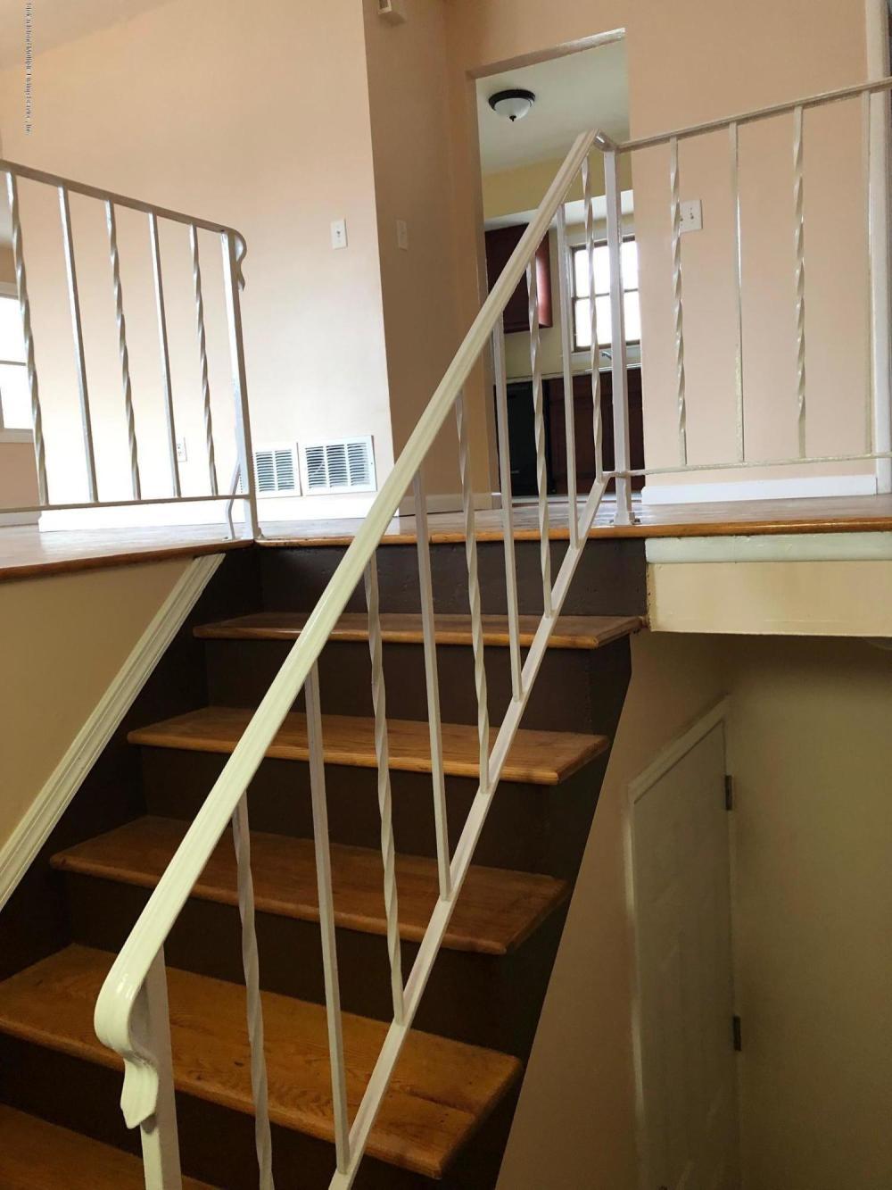 Apt 2 110 Moffett Street,Staten Island,New York,10312,United States,3 Bedrooms Bedrooms,6 Rooms Rooms,2 BathroomsBathrooms,Res-Rental,Moffett,1124437
