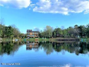 1377 Glade Dr, Long Pond, PA 18334