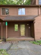 220 Sterling Ct, Bushkill, PA 18324