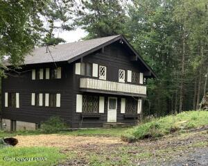 1377 Waterview Dr, Scotrun, PA 18355
