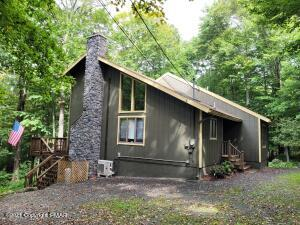 109 Lake Dr East, Clifton Township, PA 18424