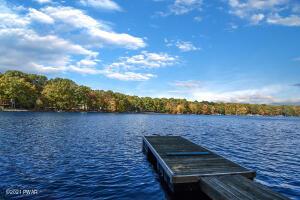 110 Spruce Lake Dr, Milford, PA 18337