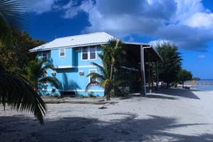 Milton Great Value, BeachFront!, White Sand Beach House, Roatan,