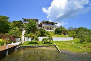 First Bight, Casa De Las Flores, Roatan,