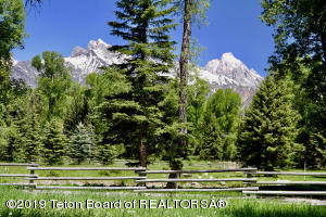 6600 N SNAKE RIVER WOODS DR, Jackson, WY 83002