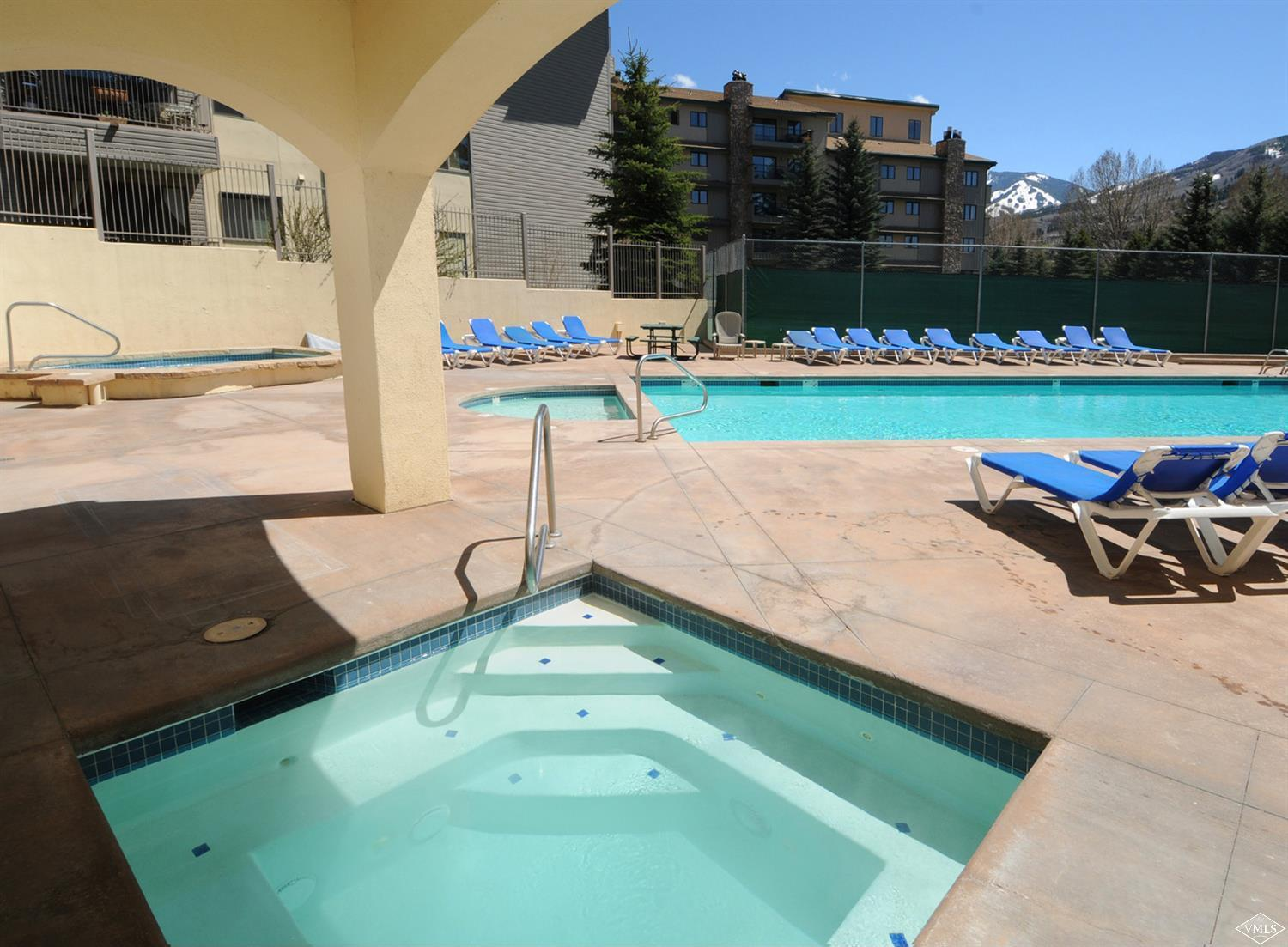 This light & bright ground floor 2bd plus sleeping den/3-bath residence checks all the boxes. Centrally located in the Vail Valley boasting amenities such as year-round pool, hot tubs, tennis courts & private shuttle to ski Beaver Creek & Vail. Just blocks to restaurants, Avon Rec Center, Nottingham lake with the BEACH and on the in-town shuttle service. The floor plan offers maximum rental income options with the lock-off capabilities. Offered fully furnished. Simply a great vacation home.