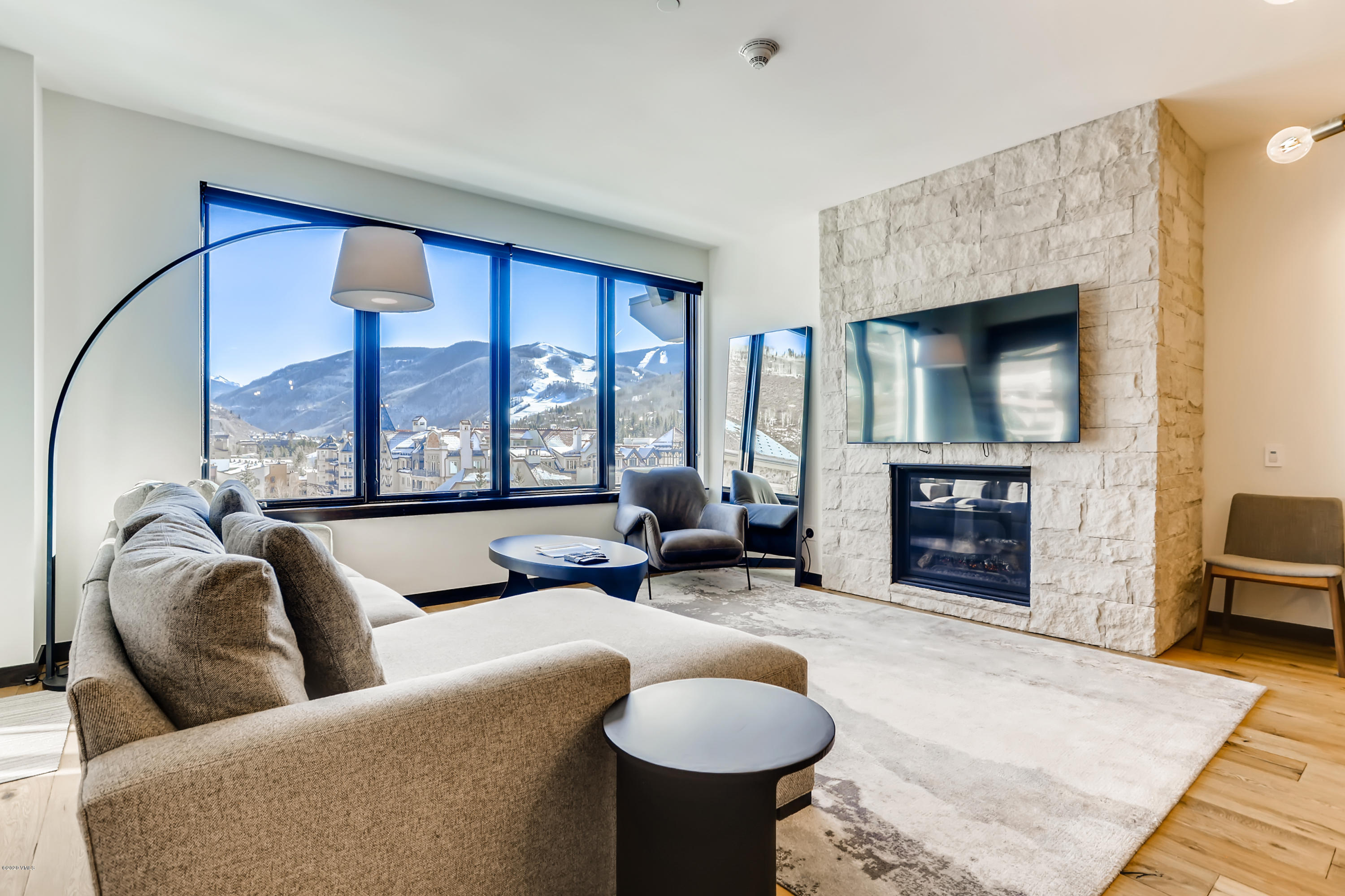 This dynamic 3-bedroom residence includes 2 decks, and dramatic views over Lionshead, the Gore Range, and Vail's ski slopes. Even better, the third bedroom locks off, operating as a separate hotel suite for potential rental revenue. Easy walk to the lift, or ride in style on The Lion's electric vehicle. Infinite-current lap pool, in and outdoor hot tubs, common recreation rooms, and ample owner's/parking storage will set this Vail residence apart from the rest.