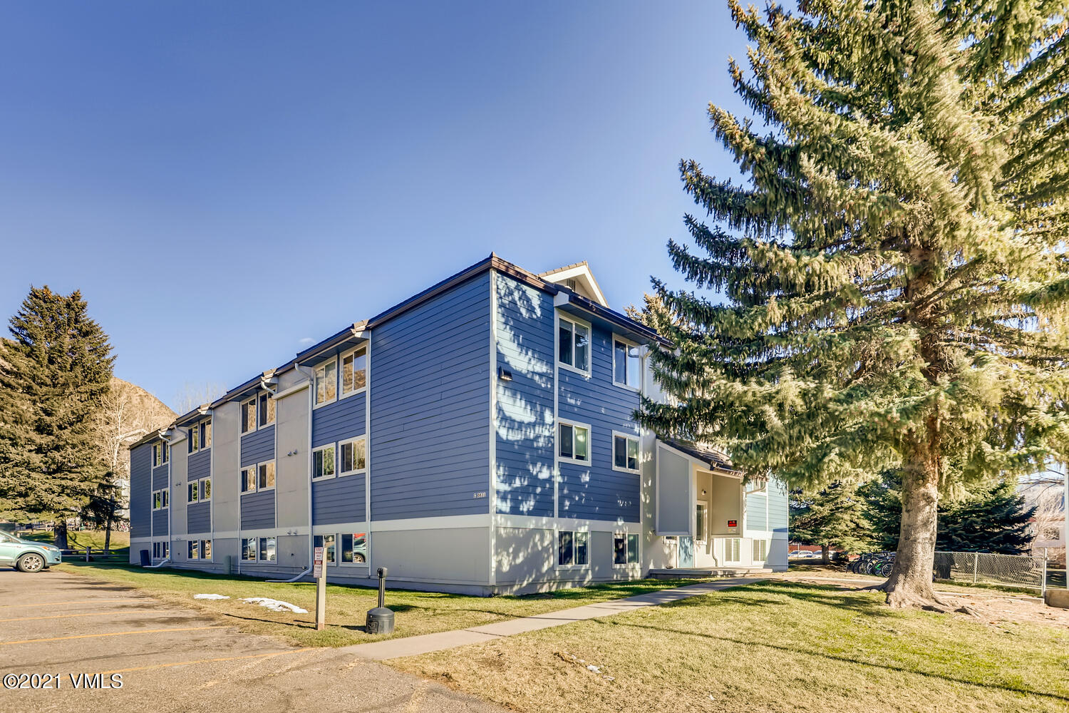 Get in before it is gone ! Fantastic opportunity to own 2BD / 1 BA corner unit in the town of Avon, walking distance to Nottingham lake, bike trails, restaurants and shops. Just minutes away from Beaver Creek mountain and 12 min from Vail ! The home qualifies for town of Avon MiCasa downpayment assistance program. Call for details!