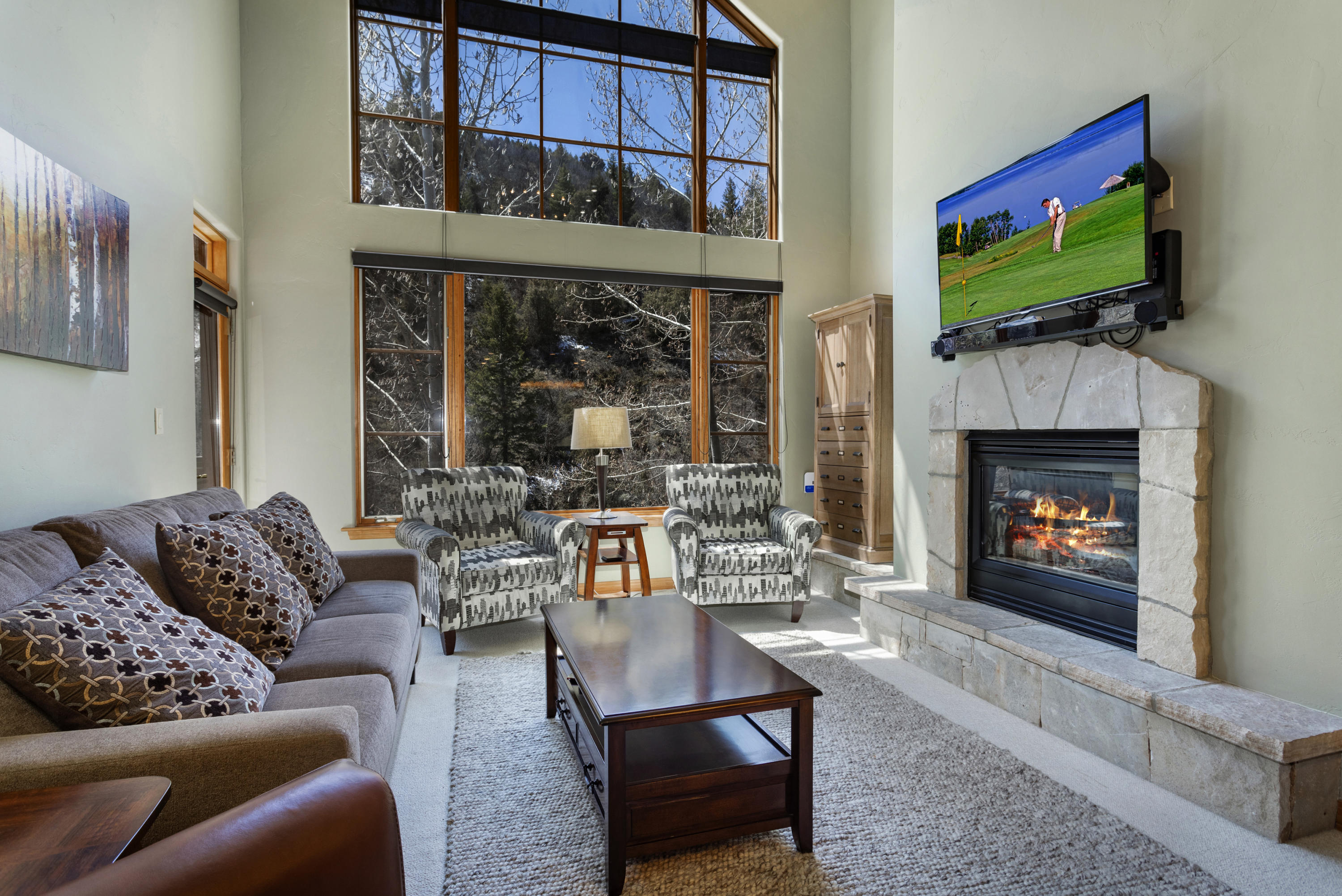 Wonderful two bedroom, two bath top floor residence an easy walk to the Arrow Bahn ski lift.  Large windows fill the residence with natural light a private mountainside view.  This is a perfect mountain retreat with excellent rental potential.