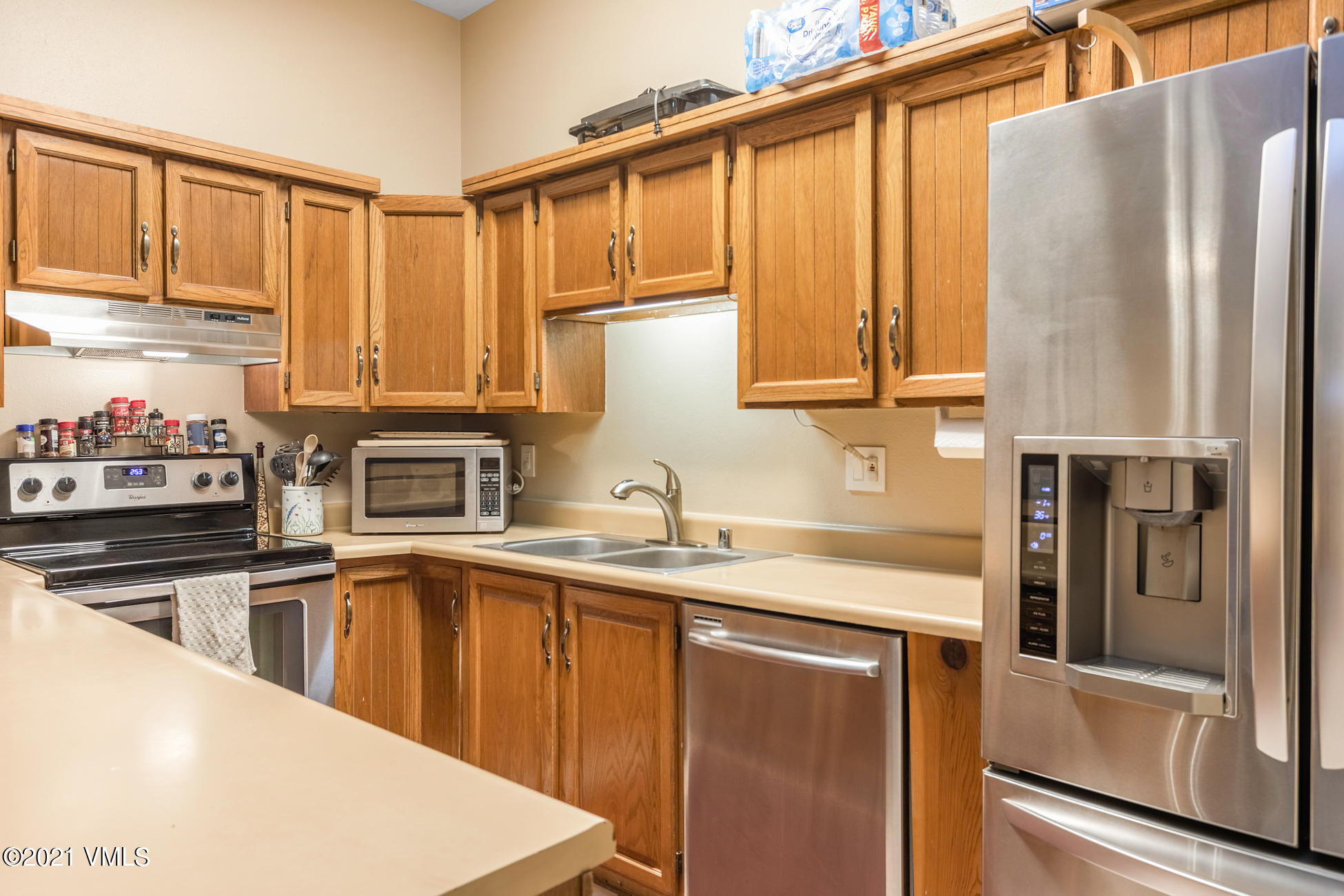 Beautiful ground floor 2 bedroom 2 full bath Par Six nestled in the quiet community of Eagle-Vail. Close community parks, Tennis, Golf, hiking trails and World class skiing. Will not last long!!!