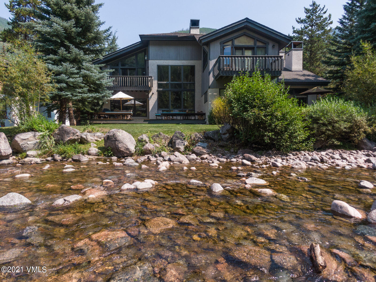 This rarely available, waterfront duplex in the coveted Gore Creek Park subdivision is bound to impress. A functional, flowing floor plan offers 4-Bedrooms, each with its own ensuite bathroom, powder room, expansive great room containing a kitchen, dining room, tons of living space all with south-facing views of Gore Creek and the East Vail hillside. Nestled in a quiet, private location only steps from The Sims Market and The Town of Vail Bus Stop provides unbeatable access to all of the amenities and activities the Vail Valley has to offer.