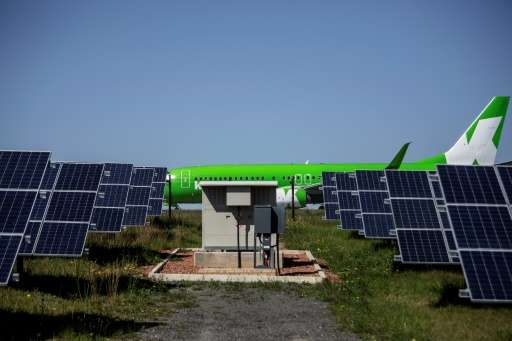Africa gets is first solar-powered airport in George, with a plant that converts solar energy into direct current electricity using solar panels Read more at: http://phys.org/news/2016-10-south-africa-basks-continent-solar-powered.html#jCp