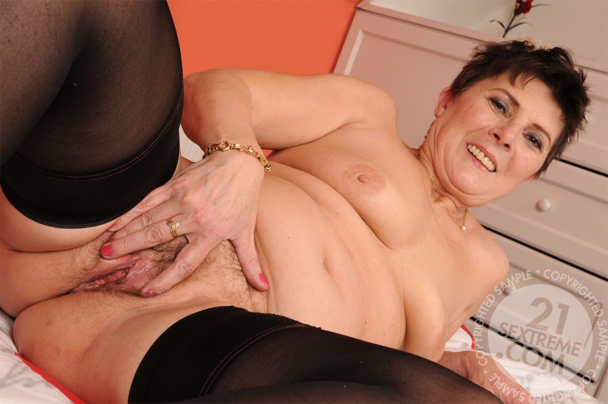 Girls Old Cunt Sexy Mature Granny Older Action