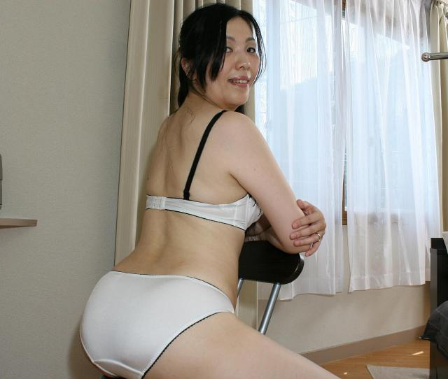 Milf Japanese Mari Inui Getting Her Hairy Pussy Penetrated By Toys