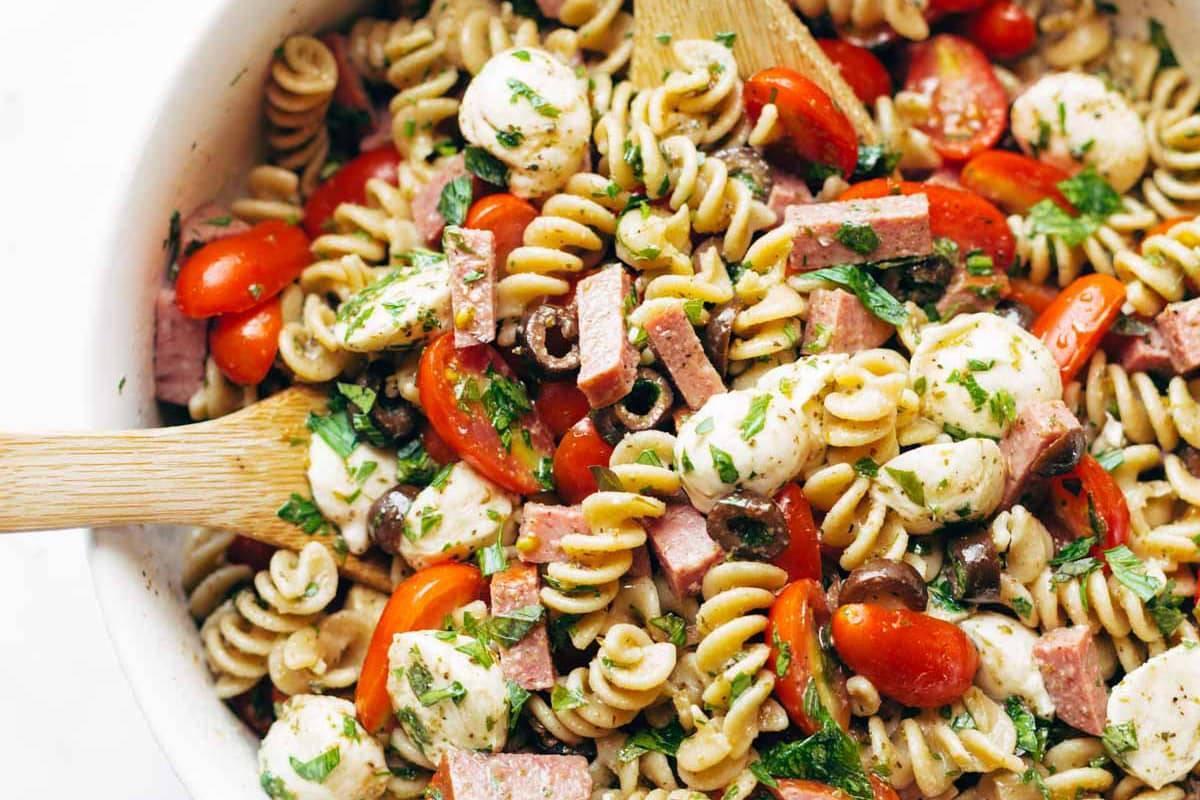 Best Easy Pasta Salad | pinchofyum.com