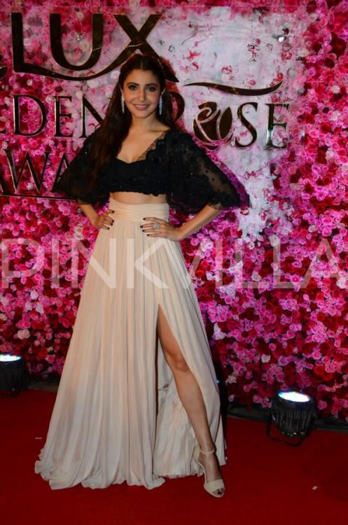 Beauty Alert Stunning Anushka Takes The Red Carpet By