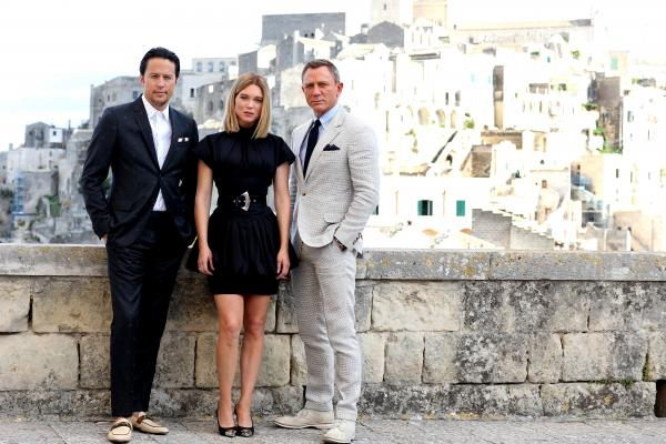 No Time To Die Daniel Craig Poses With Lea Seydoux In New