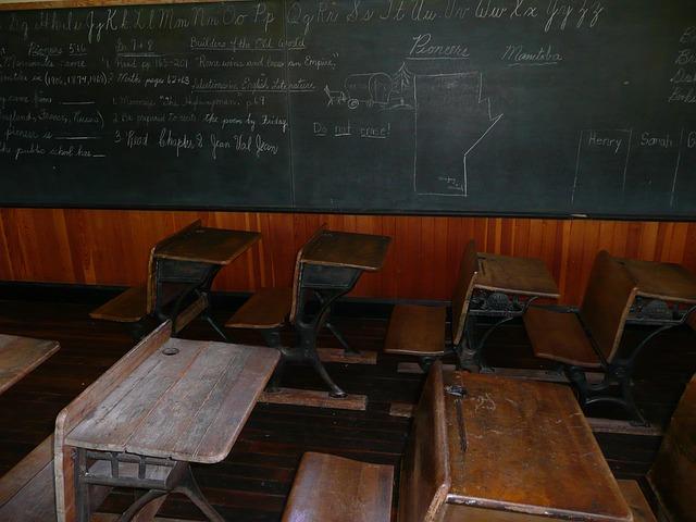 2 seat chairs discontinued henredon dining blackboard classroom steinbach · free photo on pixabay