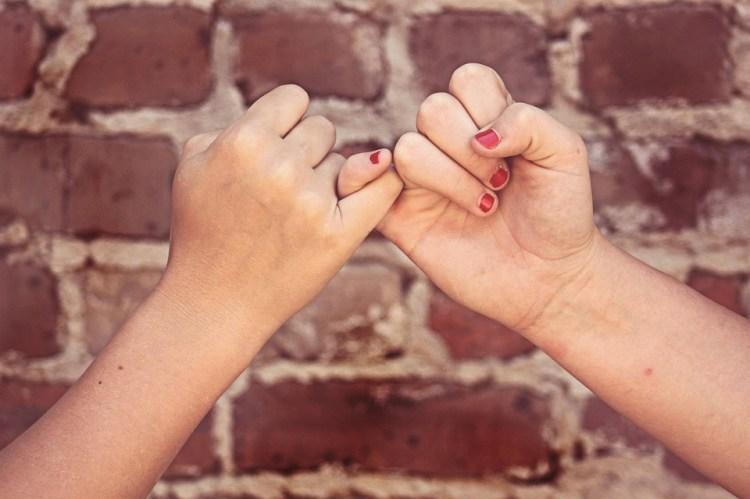 ピンキーは誓う, お友達と, ピンキー約束, 友情, 手, 愛, Bff, 親友たちです