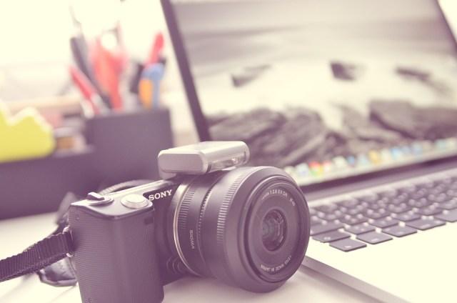 在家中用相機拍攝BNO護照相片