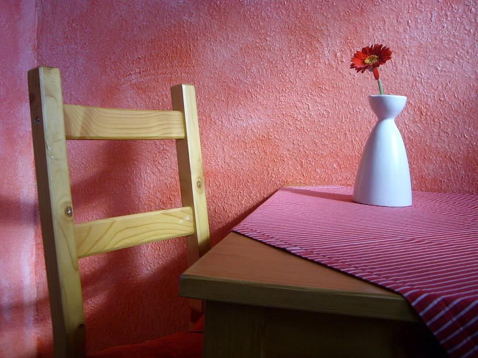 red kitchen chairs cupboards for sale 厨房花非洲菊 pixabay上的免费照片 厨房 花 非洲菊 红色 木 表 椅子 家具 座椅家具 墙 坐 休息 影子 关闭