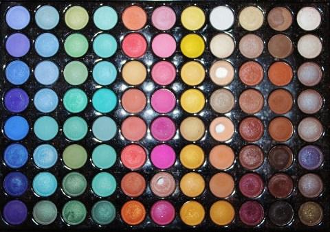 Oogschaduw palette met veel verschillende kleuren