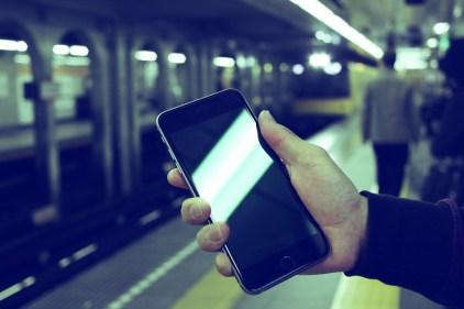 Iphone6Plus, 地下鉄, ビジネス, 待ち合わせ, スマホ, Iphone6, アイフォーン